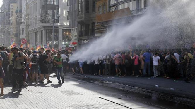 Gay Pride 2017, scontri e arresti in Turchia