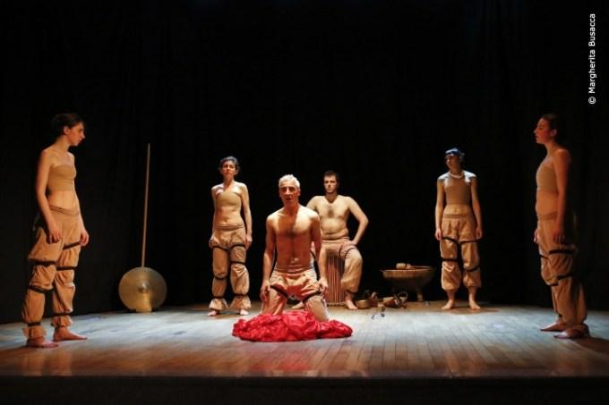 Classico contemporaneo le scimmie nude riscoprono l 39 iliade eroica fenice - Cantami o diva del pelide ...