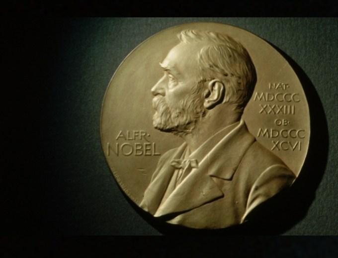 Il Nobel per la letteratura 2018 non verrà assegnato: lo scandalo molestie e la crisi dell'Accademia