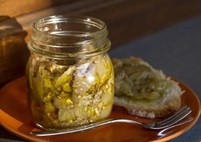 Dal ricettario della nonna, le melanzane sott'olio a crudo