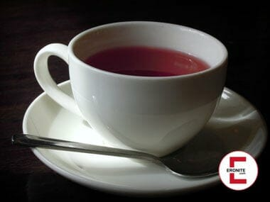 Periodentee aus echtem Menstruationsblut