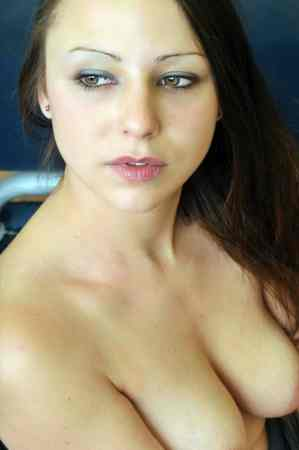Pueppy Bella | Eronite.com