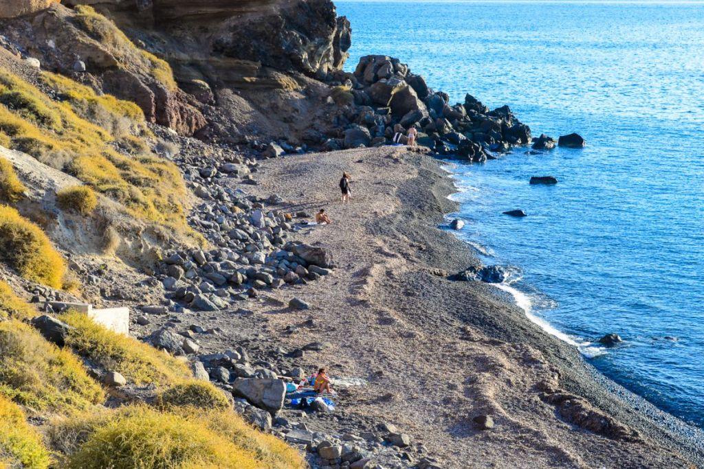 katharos-Santorini-beaches-for-couples
