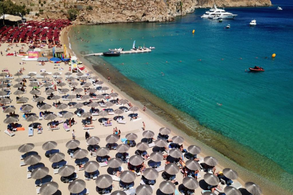 super-paradise-beaches-for-couples-in-Mykonos