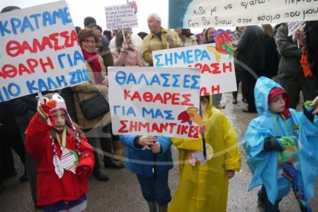Λαοθάλασσα στη Σούδα ενάντια στην καταστροφή των χημικών