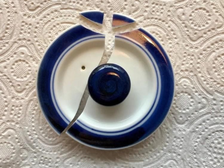 Kintsugi om gebroken servies te herstellen