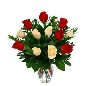 beyaz güller kırmızı gül aranjman