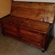 6. Immagini del restauro di una cassapanca in legno di pioppo inizi novecento