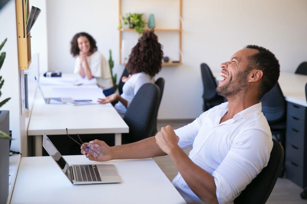 Pour facturer et optimiser l'activité commerciale, EBP vous propose différents logiciels de gestion. Ils vous accompagnent dans la gestion de votre activité pour vous permettre de vous concentrer pleinement sur le développement de votre entreprise. Simplifiez votre quotidien et prenez les bonnes décisions.