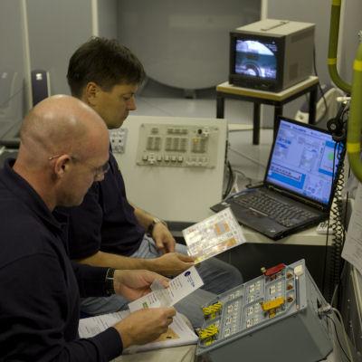 André Kuipers durante una sesión de entrenamiento en el EAC