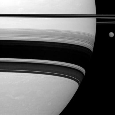 Saturno y Titán, al lado del otro