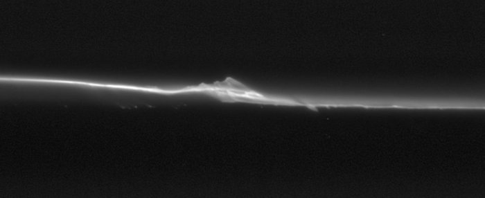 Spying Saturn's moonlets