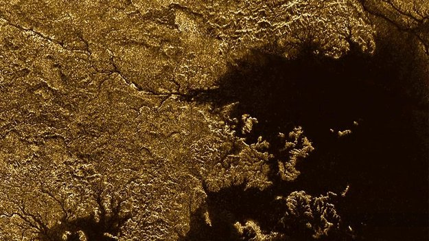 Methane-flooded_canyons_on_Titan_large.jpg