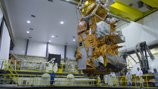 MetOp-C_lowered_into_LSS_large.jpg