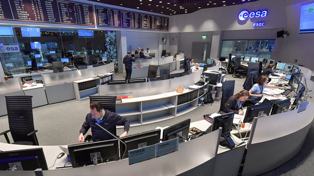 Mission_control_room_large.jpg