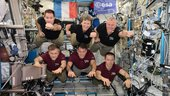 The_record-breaking_Expedition_50_crew_small.jpg