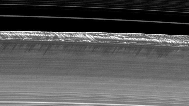Saturn_s_B_ring_peaks_large.jpg