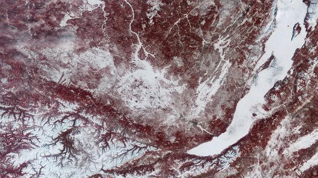Lake_Baikal_Siberia_large.jpg