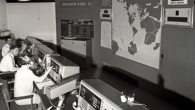 Launch_of_ESRO-2B_satellite_large.jpg