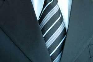 A igreja pode exigir que eu use terno e gravata?