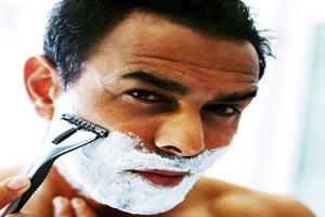 Ilustrações cristãs: pastor resolve fazer a barba no púlpito!