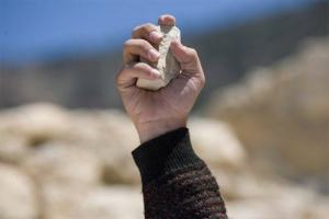 Ilustrações Cristãs: Por que recebo tantas pedradas das pessoas?