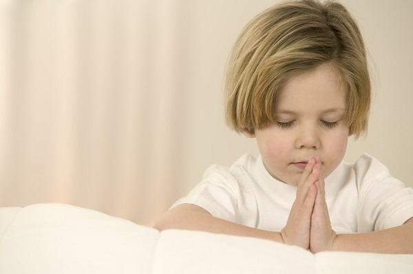 Piadas para crentes [62] - Joãozinho orando pelo bebê?