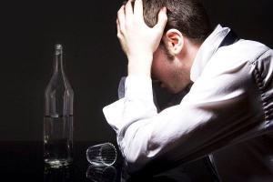 Em Provérbios a Bíblia manda quem sofre se embriagar para esquecer o sofrimento?
