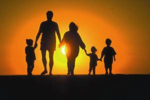 3 dicas mágicas para ajudar os filhos a seguir o caminho de Deus