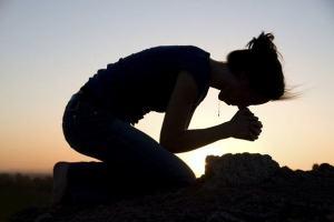 Textos bíblicos que condenam a adoração a imagens