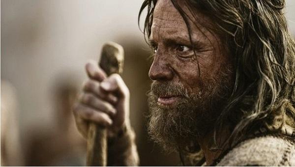 Quanto anos Moisés passou no palácio, foi chamado e liderou o povo no deserto?