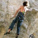 Adam Ondra escalando su segundo 9a