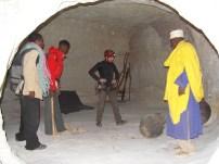 Monje en la cima de Arenas movedizas en Etiopia - Foto Coleccion Edu