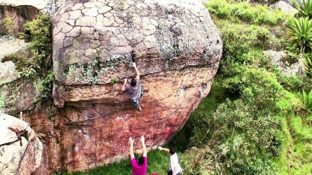 Video de escalada en boulder Threat Level Colombia
