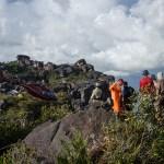 Trabajos en la cima escalada boulder tepuy Auyantepuy Venezuela