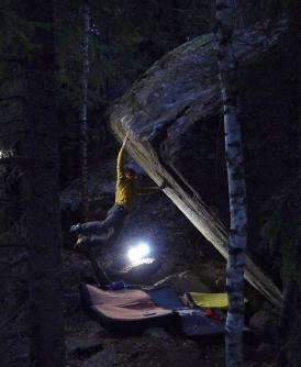 Video escalada Boulder: Nalle Hukkataival en Burden of dreams 9a Finlandia