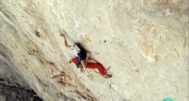 Video Al filo de lo imposible - La ola perfecta con Iker Pou y Josune Bereziartu