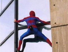 """Escalador Alain Robert """"Spiderman"""" escala torres de Parque Central en Caracas"""