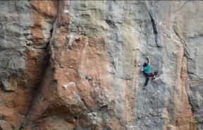 Video escalada deportiva: Tomas Ravanal en Estado Critico 9a