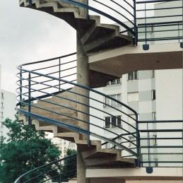 Rampe sur escalier en béton