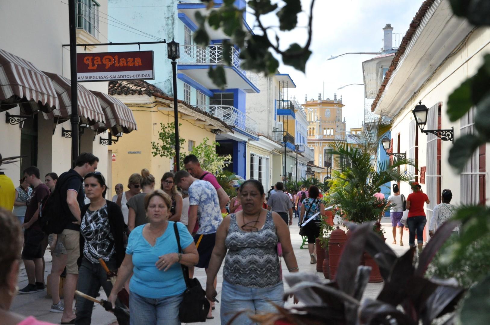 Resultado de imagen para pueblo cubano de fiesta