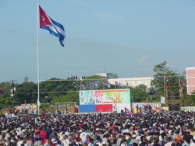 En representación del pueblo cubano, Sancti Spíritus demandó el regreso de los Cinco en Tribuna Abierta de la Revolución en mayo de 2002.(Foto: Vicente Brito/ escambray)