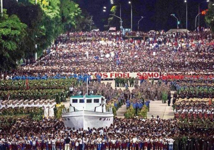 Resultado de imagen para pueblo de Cuba + Plaza de la Revolución