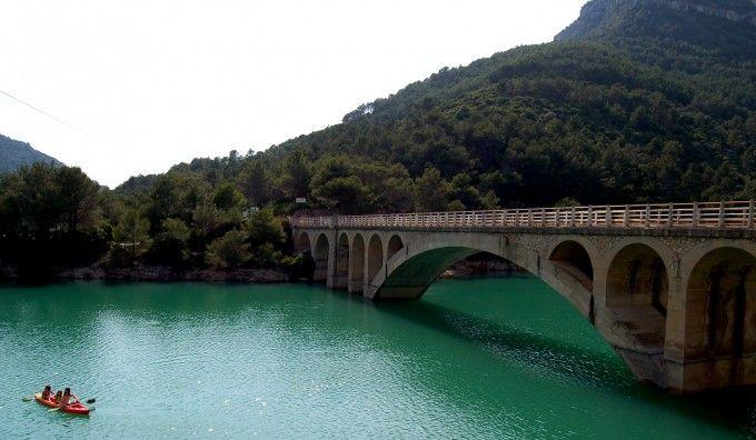 Piraguas en el Pantano de Ulldecona