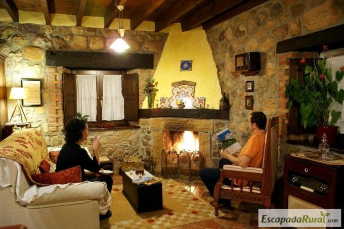 19 Chimeneas en casas rurales para embobarte con el chisporroteo