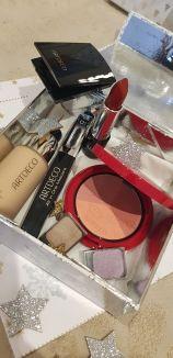 1 Blush, 1 FDT, 1 Mascara, 1 rouge à levres- 124,80€