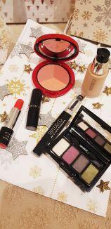1 Beauty Box et 4 fards 1 mascar, 1 rouge à lèvres, 1 Blush-1 FDT - 149,20€