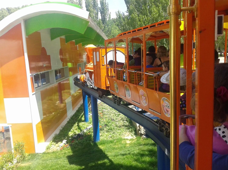 El parque de atracciones de Madrid, con niños pequeños