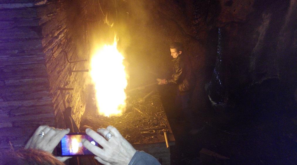 Los antiguos oficios del fuego: un día en Penacova, con niños