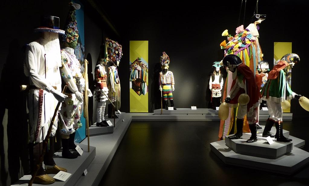 Visita al Museo Galego do Entroido, con niños